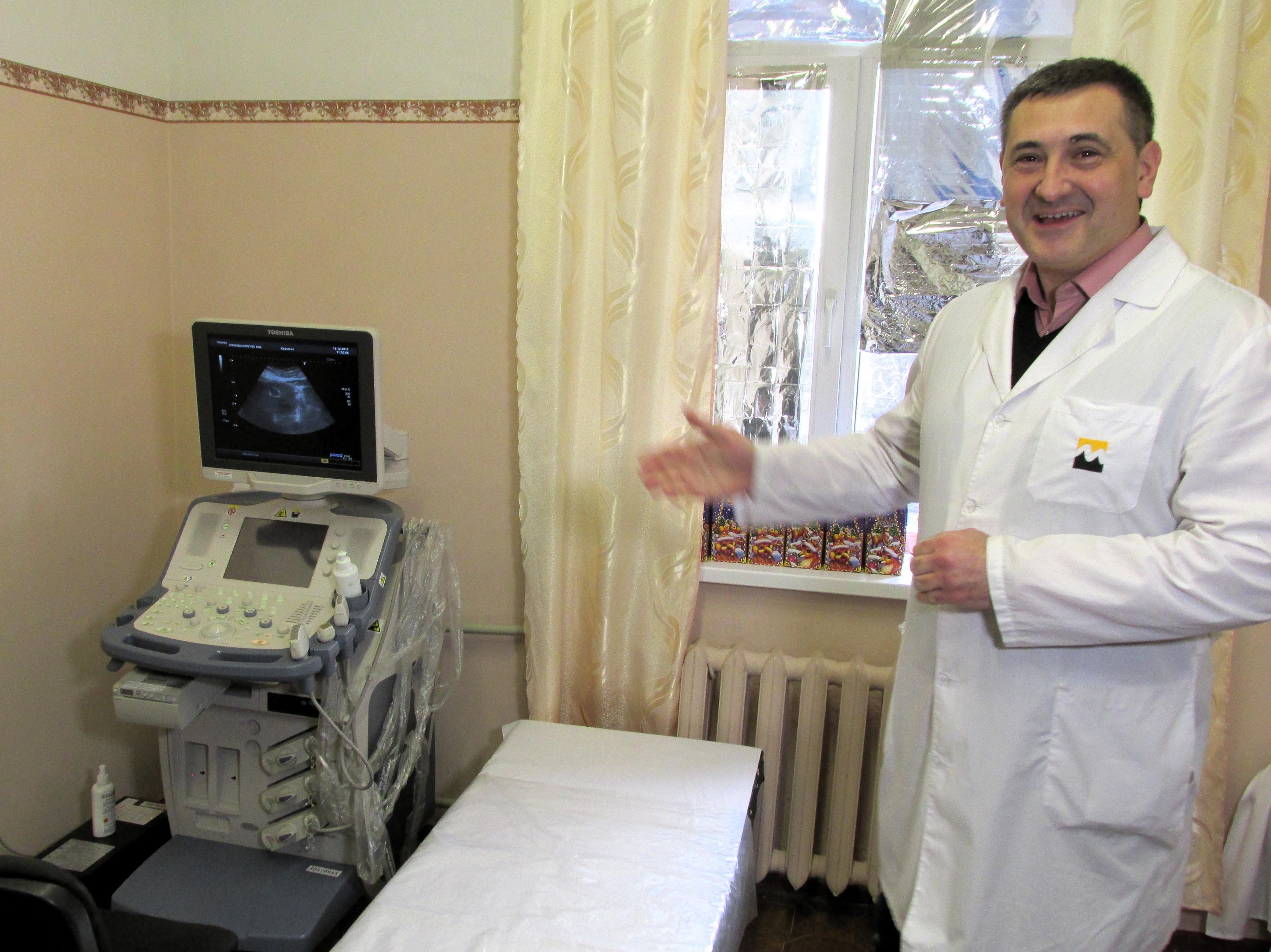 «Допомагати просто!»: прифронтові лікарні Донеччини отримали медичне обладнання на 3 млн грн