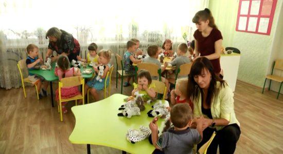 Кондитерская фабрика и фирменный магазин СЛАДКИЙ МИР и шоколадное ателье SHOUD'E пришли с подарками к детям