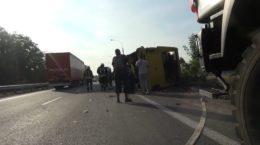 На Дніпропетровщині зіткнулися вантажівка та рейсовий автобус