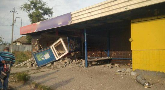 На Харківщині ДТП: Авто влетіло в громадську зупинку, є згиблі