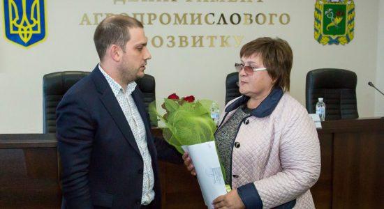 Мама льотчика-героя Дмитра Шкарбуна отримала землю під Чугуєвом