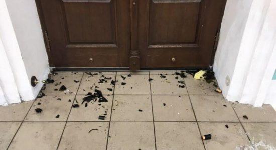 Київ: Хулігани кидали в Андріївську церкву коктейлями Молотова
