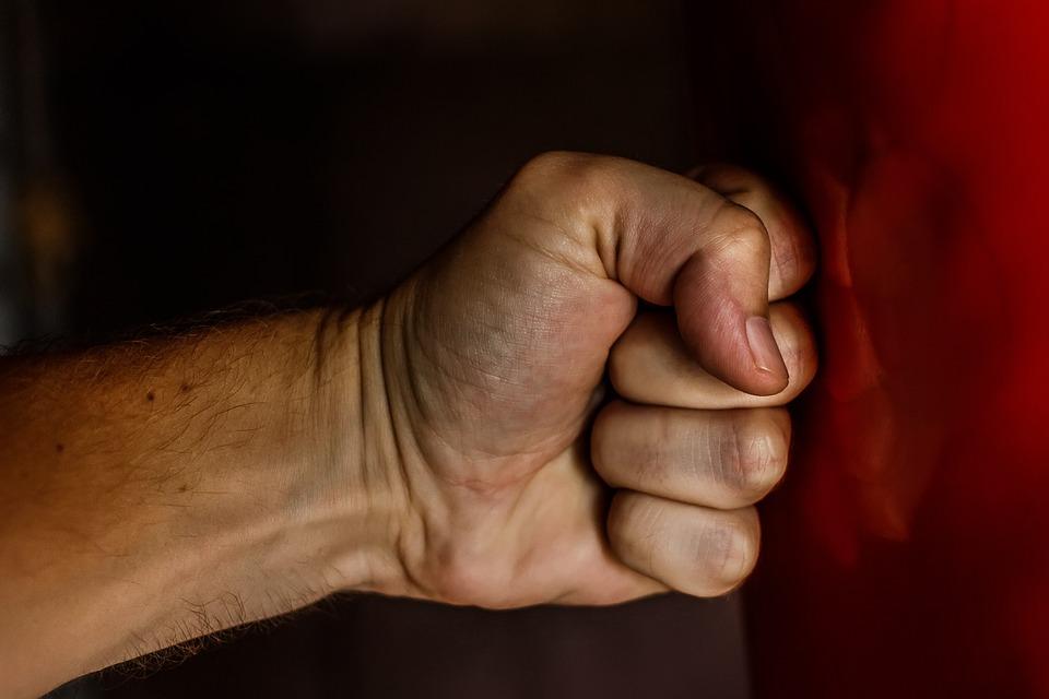 У Чернівецькій області син забив кулаками батька