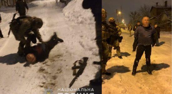 Khar'kov Vyshel vo dvor i nachal strelyat' iz avtomata Kalashnikova