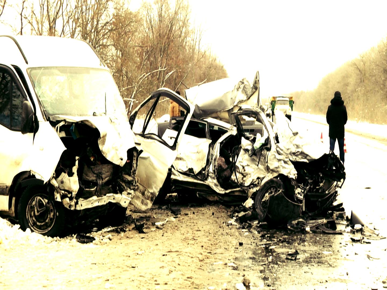 На Харківщині ДТП мікроавтобус зіткнувся з легковиком - четверо загиблих