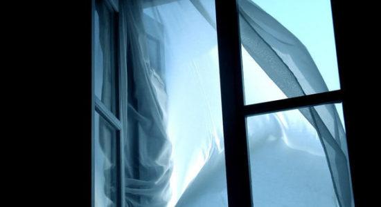 Дивом вижив На Харківщині батько викинув 5-річного сина з вікна 4-го поверху