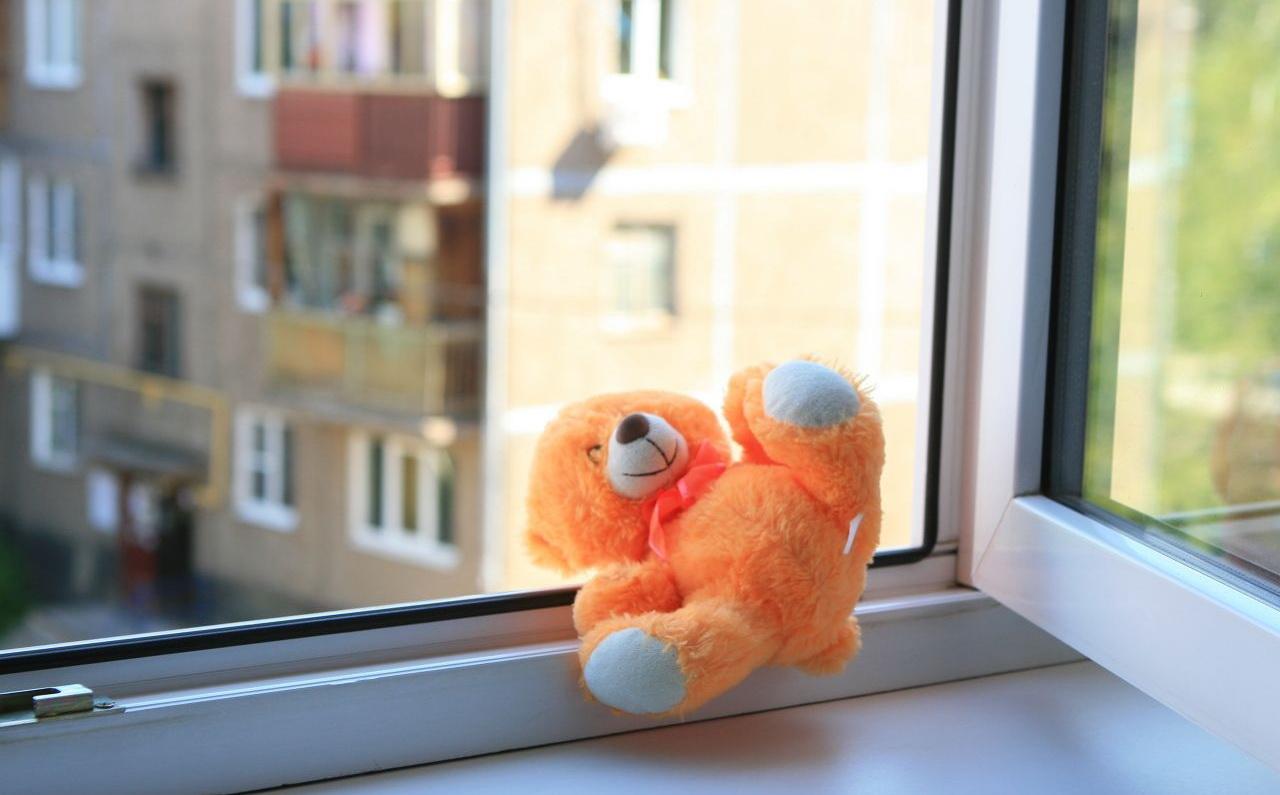 На Харківщині чоловіку, що викинув сина у вікно, обрали запобіжний захід