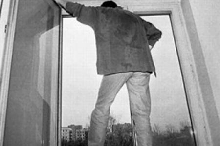 На Харківщині одразу два самогубства: Вистрибнули з вікна
