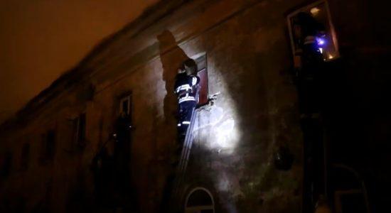 Рятували Лавру - пожежа у будівлі, що на реконструкції