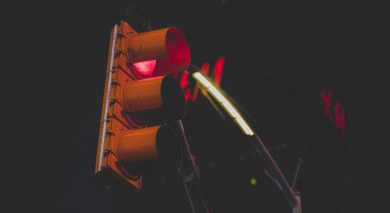 У Львові врятували чоловіка, що хотів повіситися на світлофорі