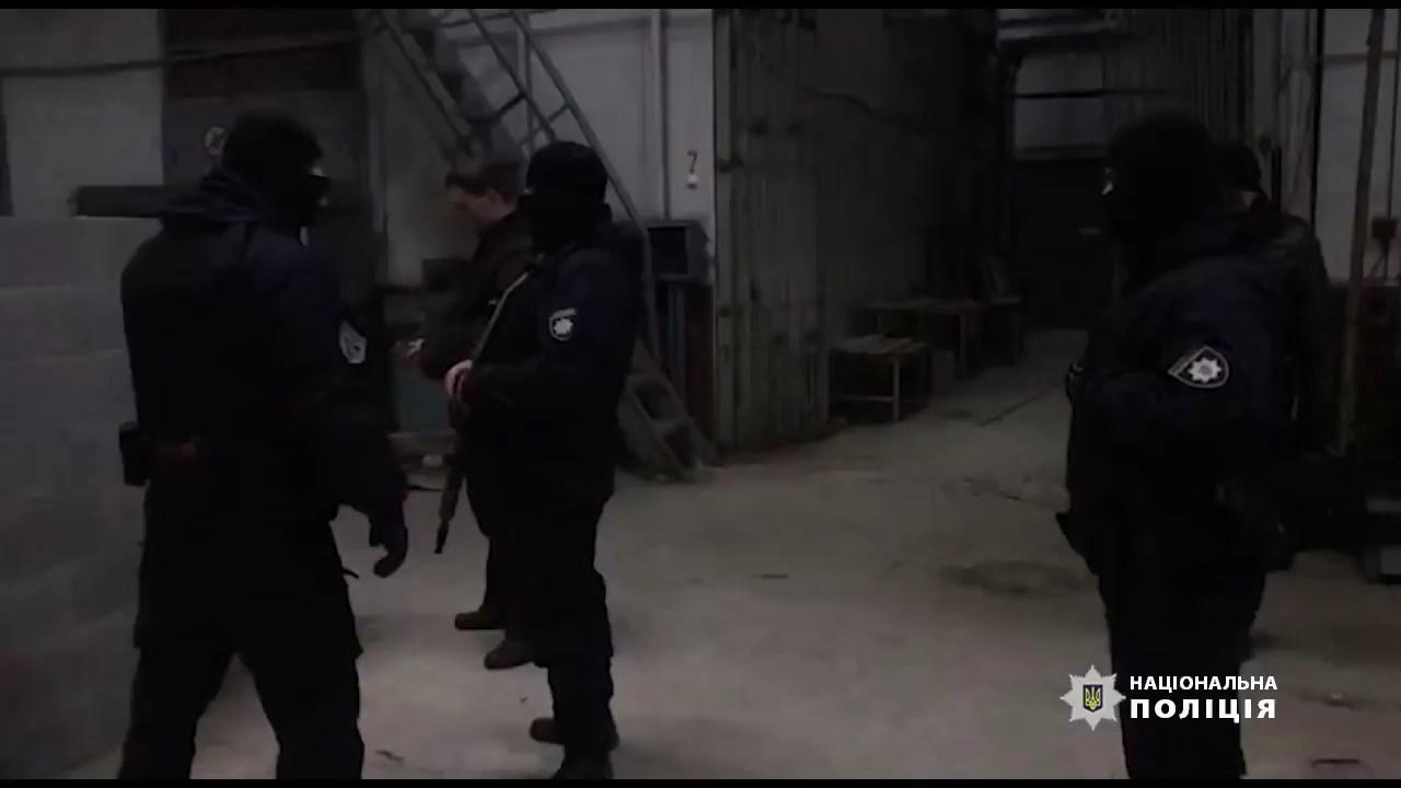 У Рівному жінка натравила на поліцейських тібетського мастифа.