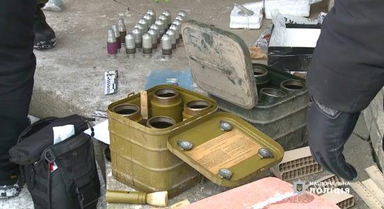 У вінницькому селі знайшли великий арсенал зброї й наркотики